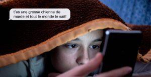 Photo du site cyberviolence.ca, montrant un jeune homme avec son cellulaire